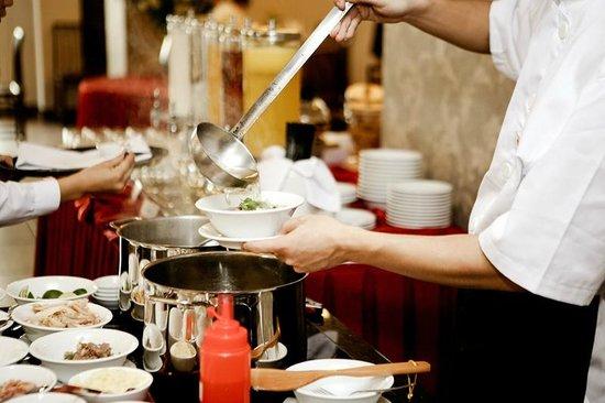 """Lan Vien Hotel Hanoi : """"Pho"""" - famous dish of Lan Vien's Restaurant"""