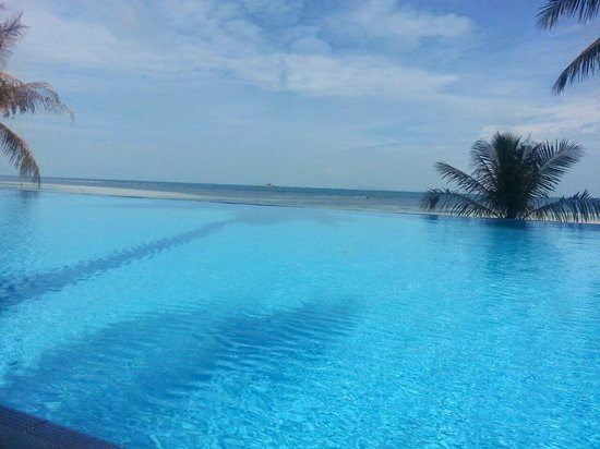 Sunset Cove Resort: Infinity Pool