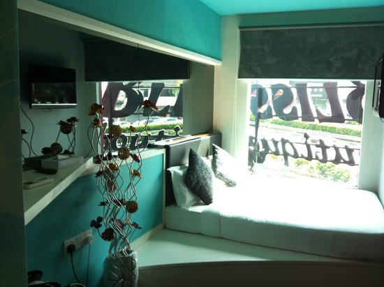 Bliss Boutique Hotel: Bed and view of the room