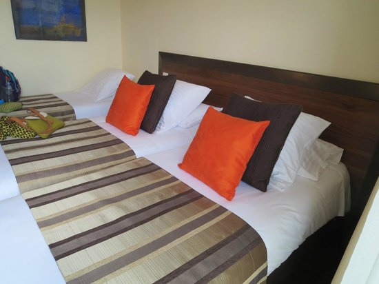 Hotel Le Relais Saint Jacques: ツインの部屋へエキストラベットを入れてトリプルで泊まりました
