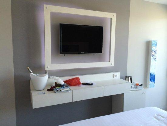 Hotel Josse: TV