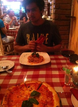 Bella Italia Restaurant: Bolognese and Red Wine