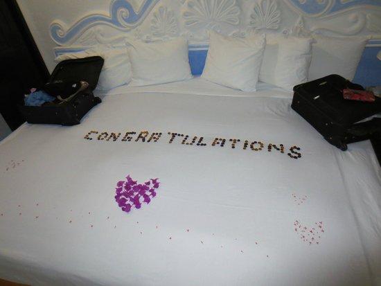 Pueblo Bonito Los Cabos: What a welcoming sight! Bed was so comfy!