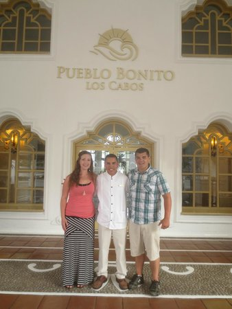 Pueblo Bonito Los Cabos: Gorgeous entrance. Had to get a pic with Franky! He's awesome!