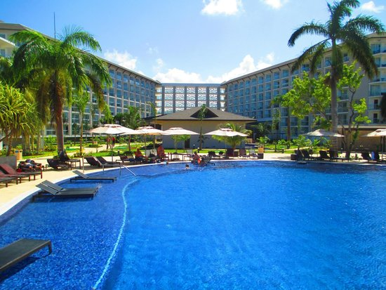 Royalton White Sands Resort : view of the hotel from the pool area