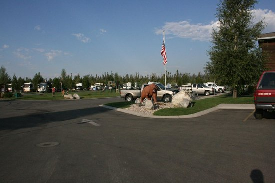 Yellowstone Grizzly RV Park: All roads are paved, and sites are level
