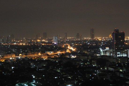 Chatrium Hotel Riverside Bangkok: Outside view at night