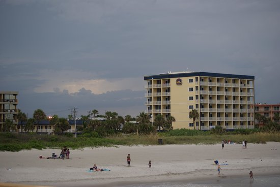 BEST WESTERN Cocoa Beach Hotel & Suites : from the beach