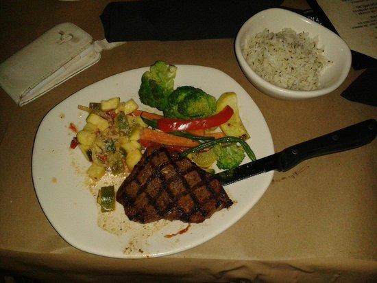 Le steak avec en accompagnement un assortiment de l gumes - Accompagnement poisson grille barbecue ...