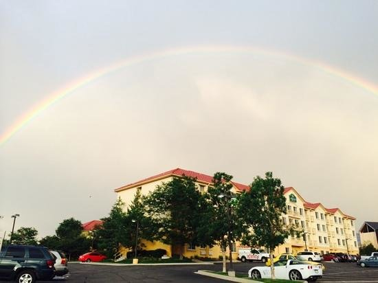 La Quinta Inn & Suites Denver Tech Center: Was graced with beautiful rainbow it was a double.
