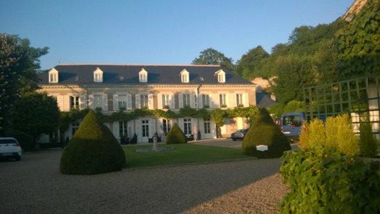 Hotel Le Manoir les Minimes: Front garden