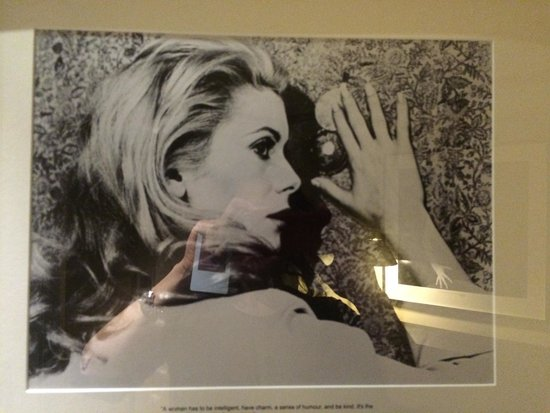 Hotel Maria Cristina, a Luxury Collection Hotel, San Sebastian: Catherine Deneuve...right outside the bedroom door.