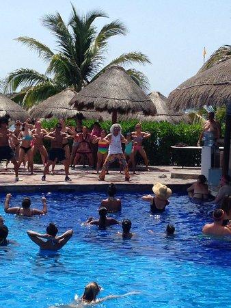 Now Sapphire Riviera Cancun: Zumba!