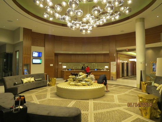 Radisson Hotel & Conference Centre Calgary Airport : Lobby/Very Nice