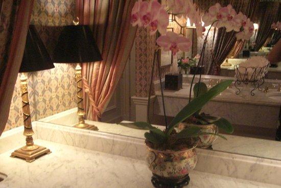 The Inn at Little Washington: Ladies room vanity