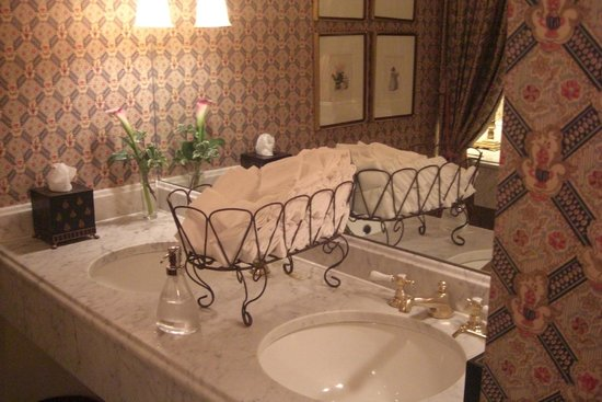 The Inn at Little Washington: Towels in the ladies room