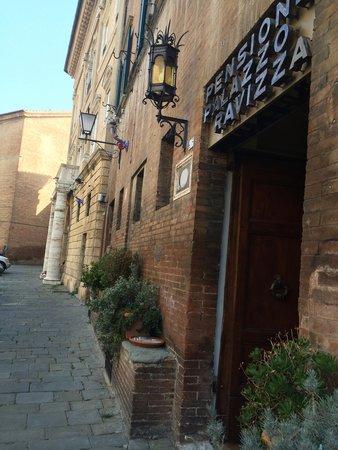 Palazzo Ravizza: Front entrance