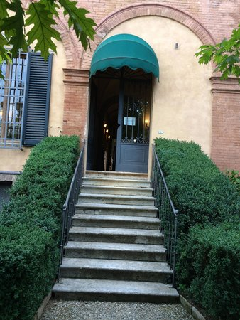 Palazzo Ravizza: stairs lead to the garden