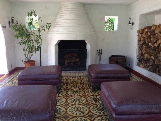Casa Romantica Cultural Center and Gardens: outdoor fire place