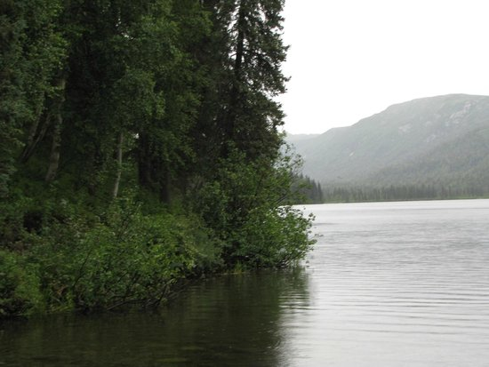 Alaska Veterans Memorial: The nearby Briar Lake