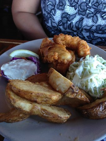 Fisherman's Restaurant and Bar: halibut fish and chips