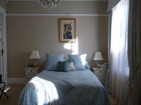 Melba House Boutique Bed & Breakfast: Bed area