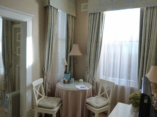 Melba House Boutique Bed & Breakfast : Dining nook