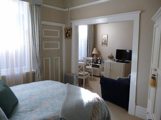 Melba House Boutique Bed & Breakfast: Suite