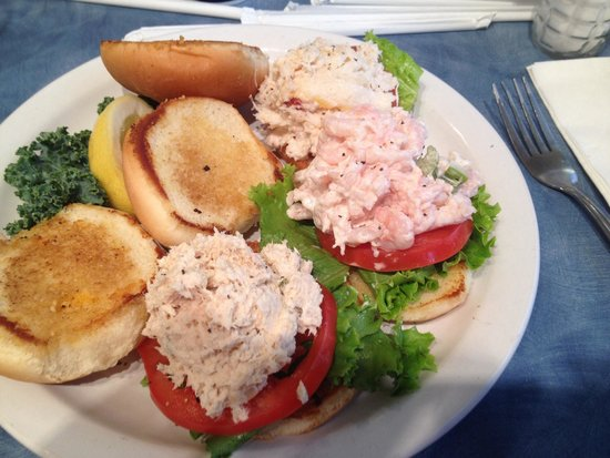 Mo's Seafood: Tuna shrimp and crab