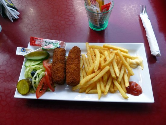Buon Appetito: My Dutch dinner! The waiter sincerely asked if I liked it, or if I would like to trade :) I love
