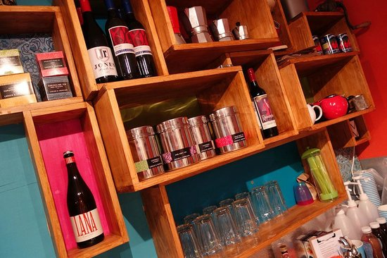 Natimuk, Avustralya: Selection of local wines and Larsen & Thompson teas