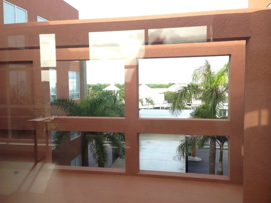 Four Points by Sheraton Puntacana Village : View from 3rd floor hallway - Front to Village