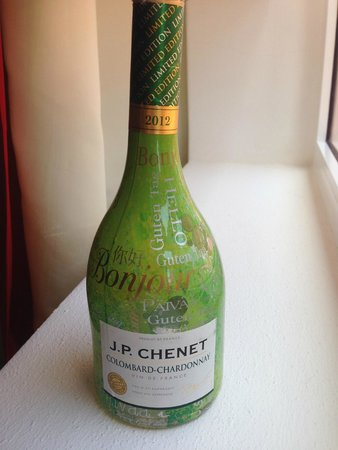 Four Points by Sheraton Puntacana Village : Chardonay from Market