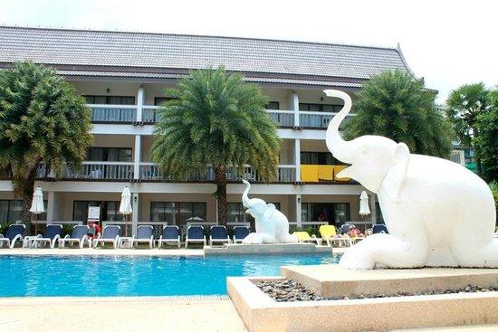Centara Kata Resort Phuket: piscine de l'hôtel