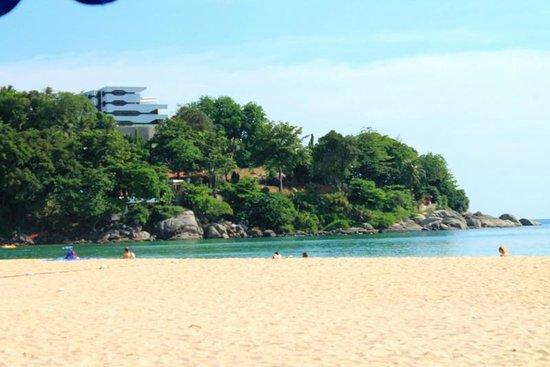 Centara Kata Resort Phuket: plage de l'hôtel