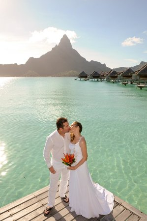 InterContinental Bora Bora Resort & Thalasso Spa : Our Wedding Day from our Bungalow