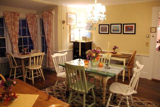 Honeysuckle Hill : Breakfast room