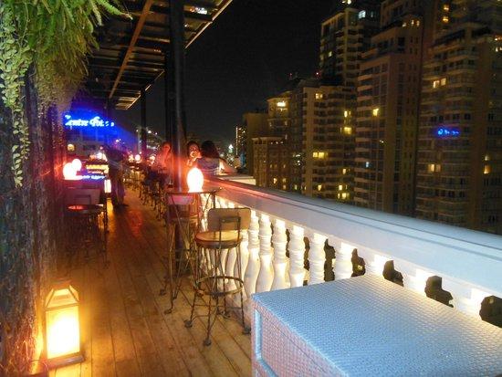 Hotel Muse Bangkok Langsuan - MGallery Collection : Bar at night