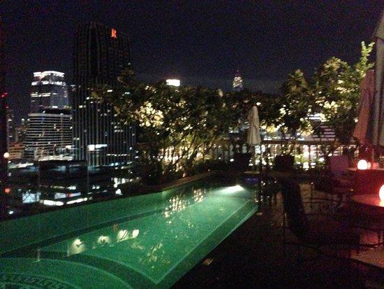 Hotel Muse Bangkok Langsuan - MGallery Collection : Pool at night - 19th Floor