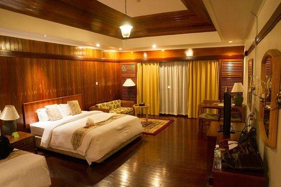 Tiara Labuan Hotel: Hotel room with balcony