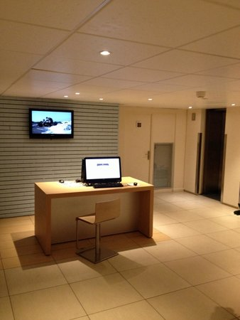 Ibis Paris La Defense Centre : Internet point