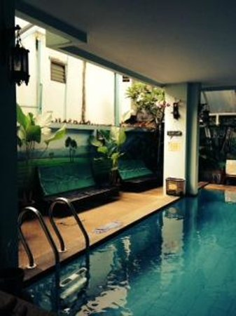 Awanahouse: pool area