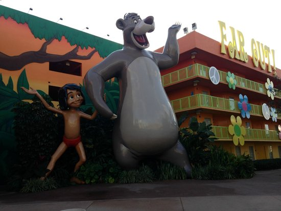 Disney's Pop Century Resort: Hotel Grounds