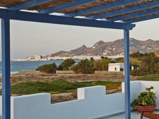 Villa Marandi Luxury Suites: Honeymoon Suite terrace with view of Chora