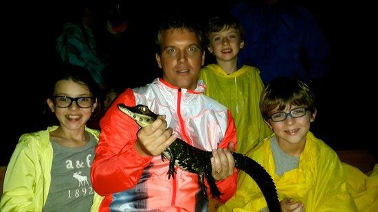 Muyuna Amazon Lodge : excursión a ver caimanes…luego de verlo se libera al rio