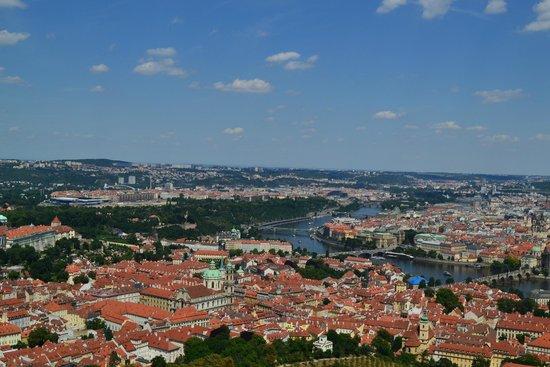 Petrin Tower (Rozhledna) : Отличная панорама