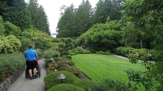 Peaceful stroll thru the Butchart Gardens
