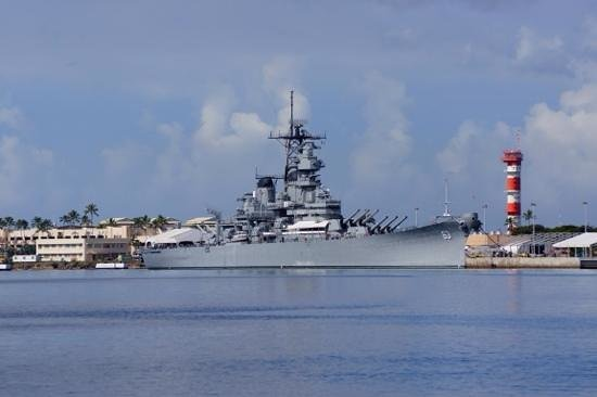 Pearl Harbor : view of the Missouri from the area