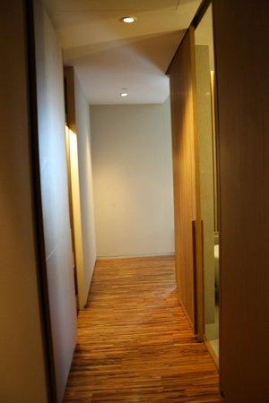SO Sofitel Bangkok: hallway