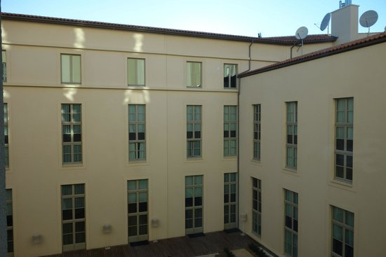 InterContinental Marseille - Hotel Dieu : 中庭窗景